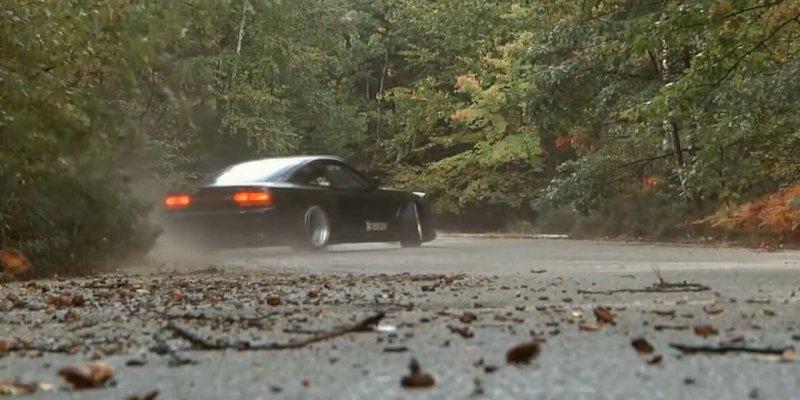 Video de carro fazendo Drift e com sons engraçados, confira!