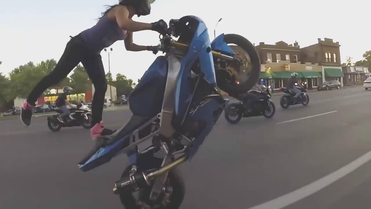 videos de motos empinando gratis