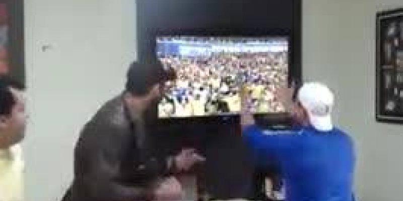 Torcedor quebra televisão com um tapa em jogo Brasil x Chile na copa 2014!