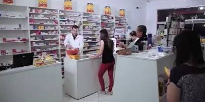 Farmacêutico sem noção, veja que vergonha este homem passou kkk!