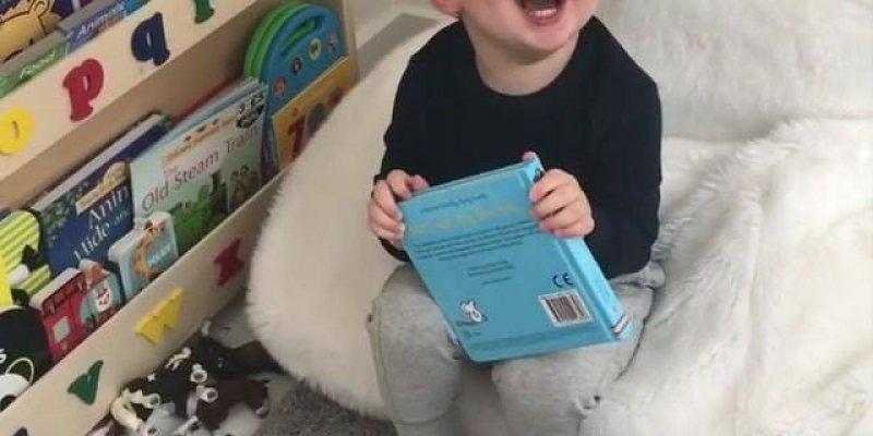 Criança dando risada com óculos escuro - Impossível não rir!