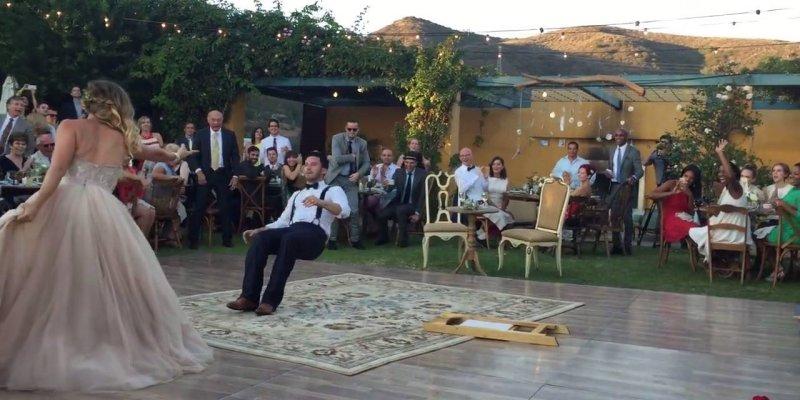 Após se casar, noivos faz apresentação de dança incrível, confira!
