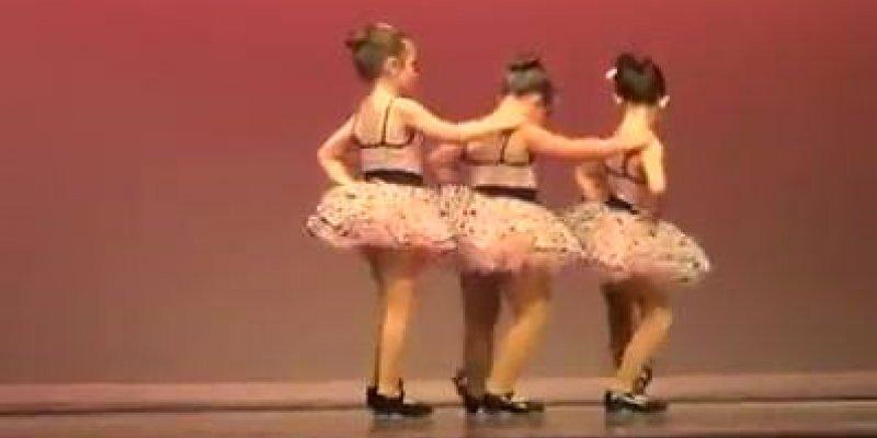 Garotinha da show de atitude em apresentação de dança, confira!