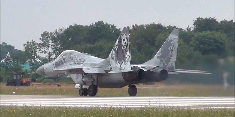 Decolagem de avião caça da Aeronáutica americana, olha só que espetáculo!!!