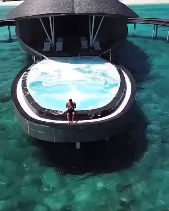 Impressionante hotel a beira mar veja esta piscina for Mp3 para piscina