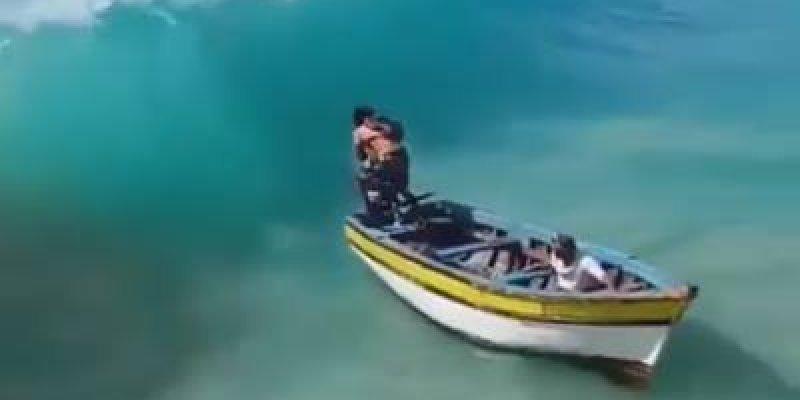 Onda gigante atinge barco de pescador, veja onde foi parar as traias de pesca!