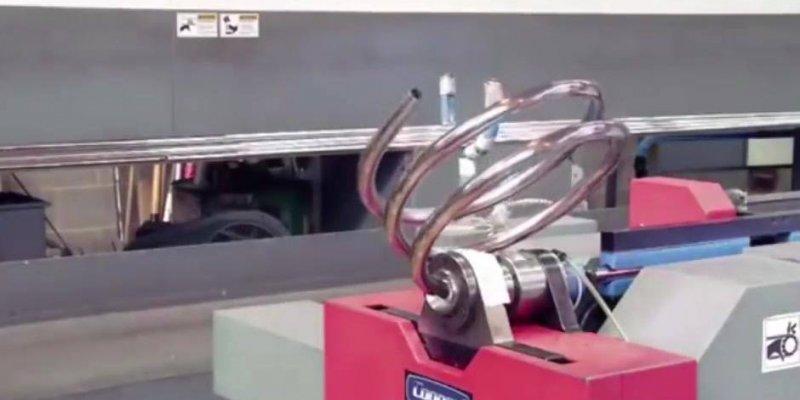 Veja que perfeito essa máquina trabalhando, genial a criação de um engenheiro!