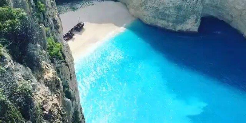 Vídeo com pedacinho de Praia de Navagio-Grécia, que lugar lindo!!!