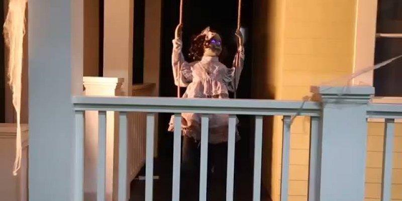 Feliz Halloween! Veja só que boneca assustadora para noite do dia 31!!!