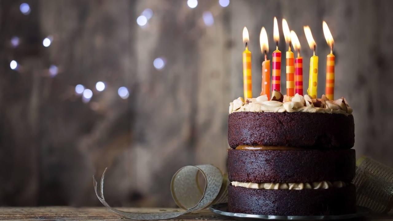 Vídeo Feliz Aniversário Amigo Para Compartilhar Nesta Data Especial
