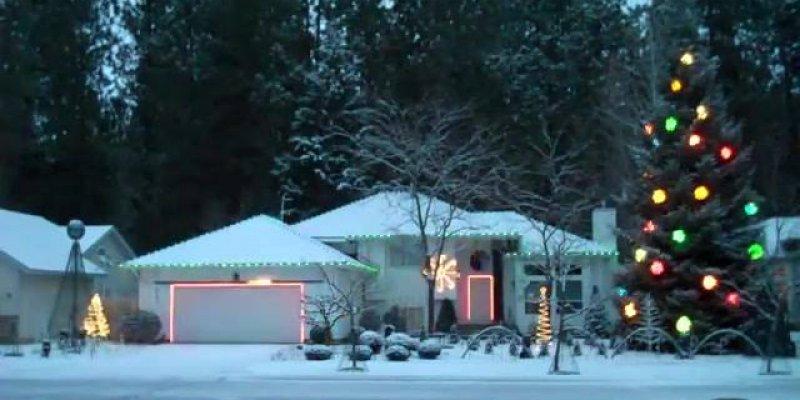 Video de natal com luzes na casa no ritmo de uma musica eletrônica!