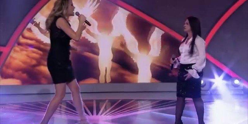 Duas mulheres cantando musica gospel em programa de Televisão!