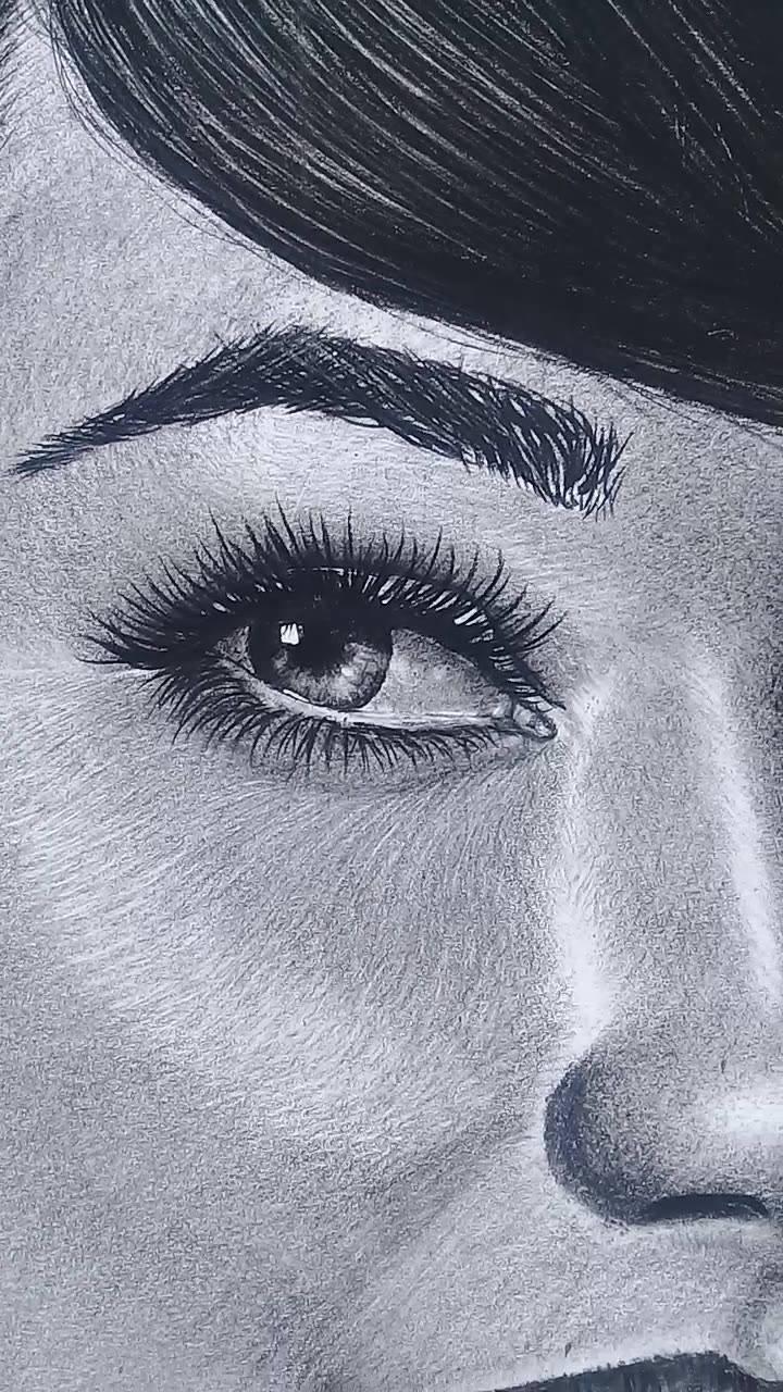 Desenho feito a lápis de mulher under town
