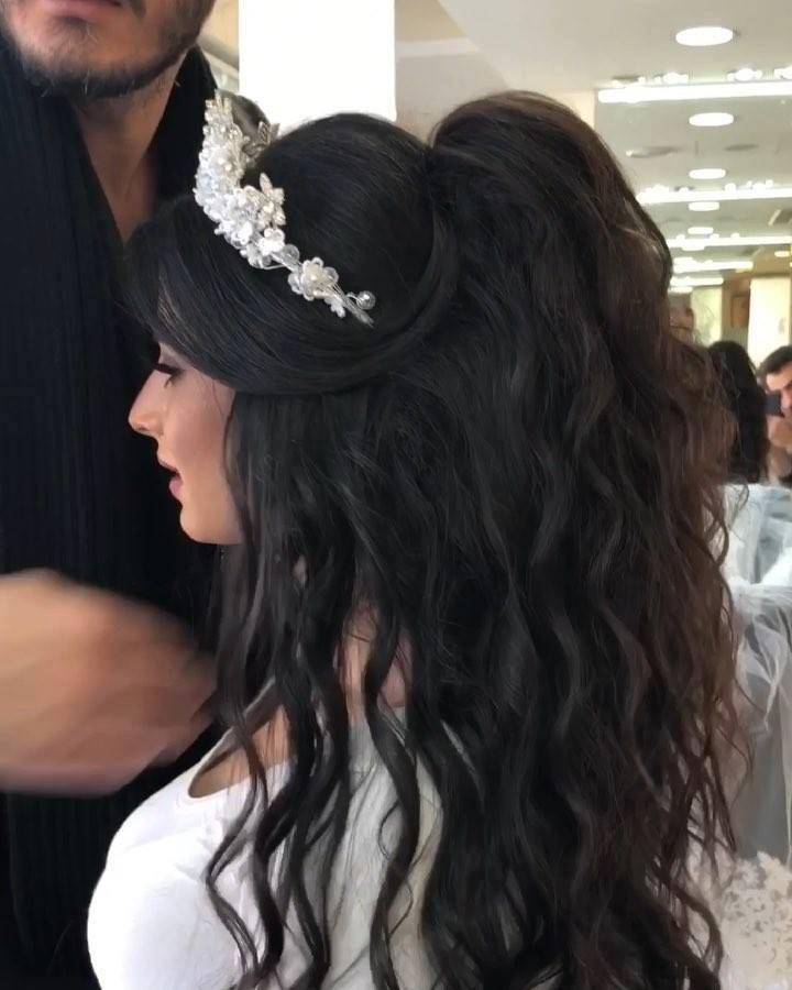 Inspiração De Penteado Para Noivas Com Tiara E Cabelo Solto