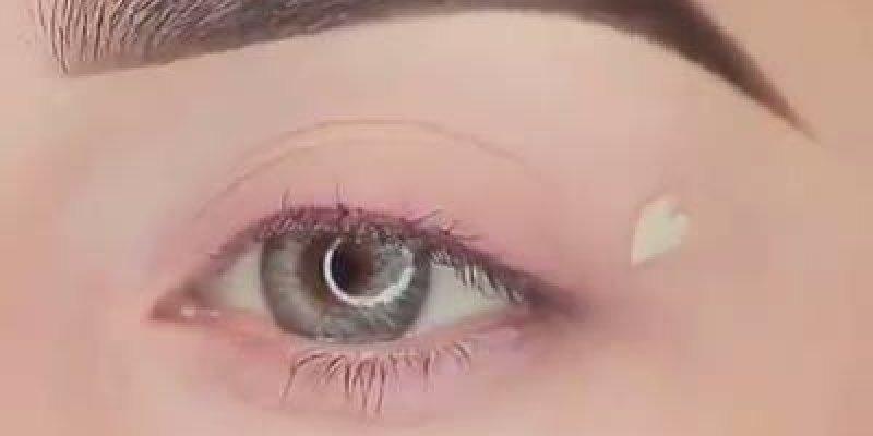 Maquiagem com coração no olho, muito linda e diferente, confira!