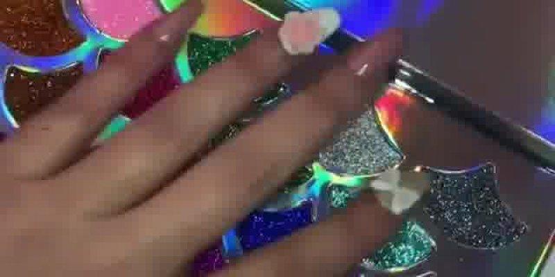 Paleta de sombras com Glitter com tema sereia, olha só que maravilhosa!!!