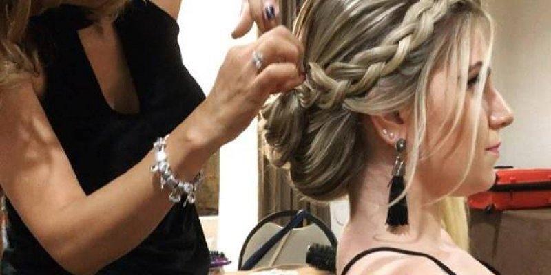 Penteado preso com trança, uma boa ideia para ir em casamentos!