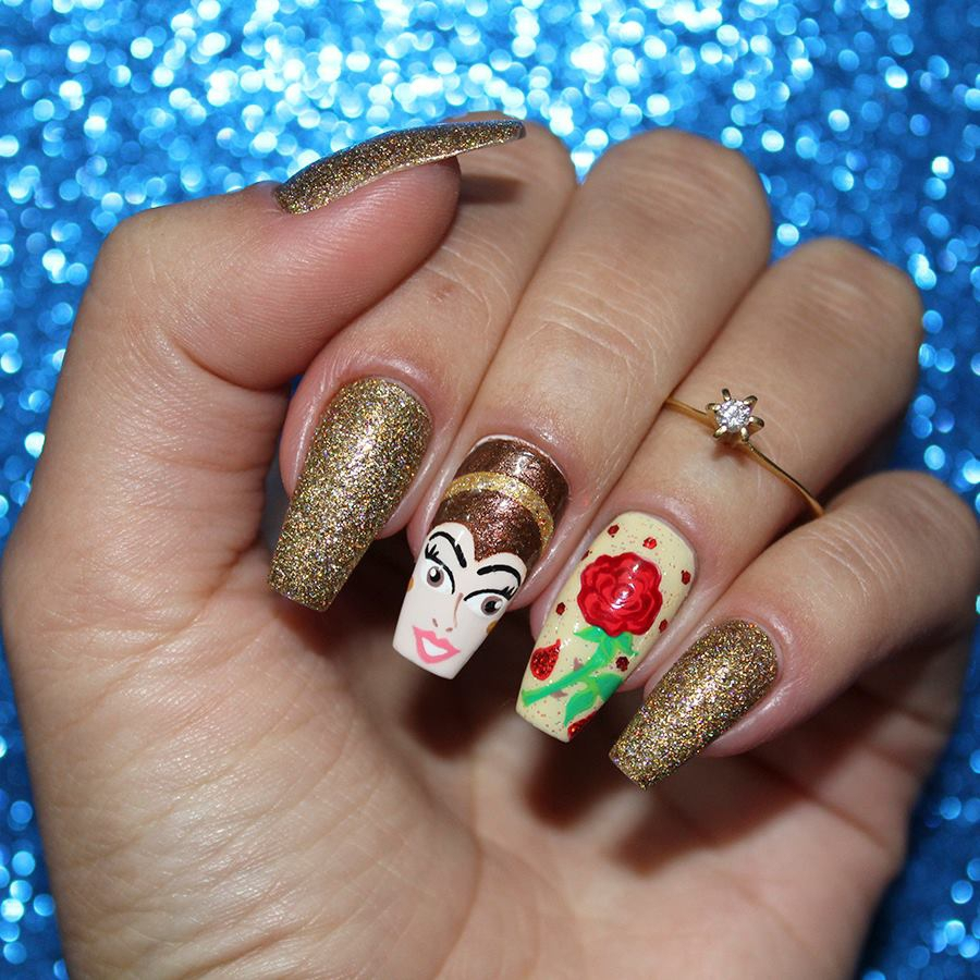 Unhas decoradas com tema do filme A Bela e a Fera